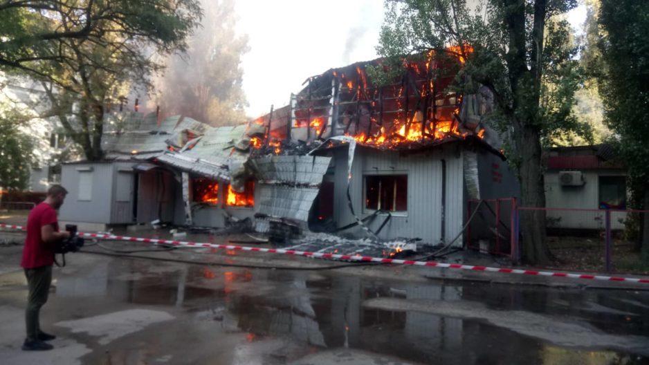 Пожар на Калиновой: горит спортзал с сауной
