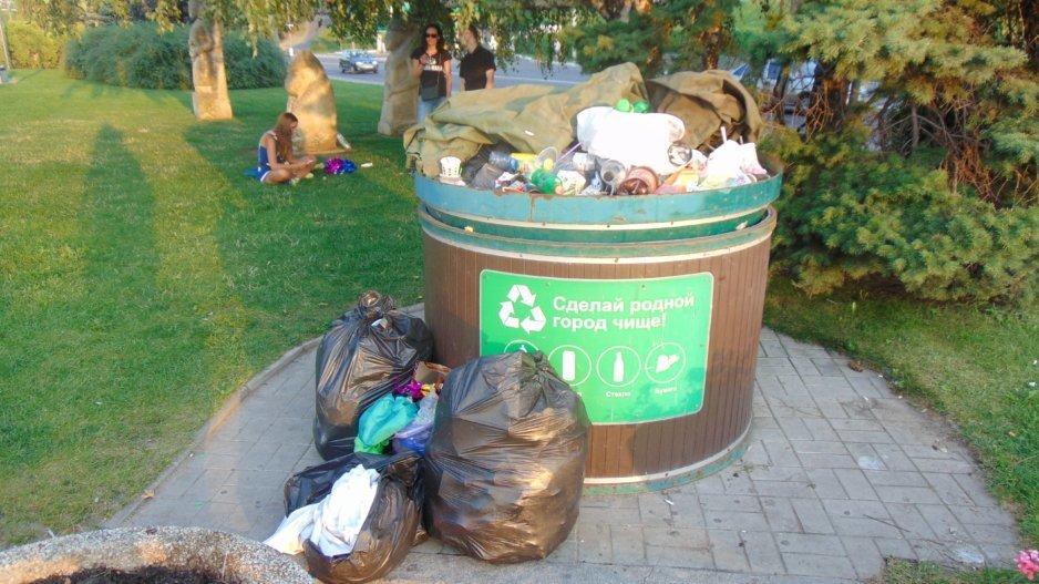 Интервью на фоне мусорки: Днепр опозорился перед иностранцами