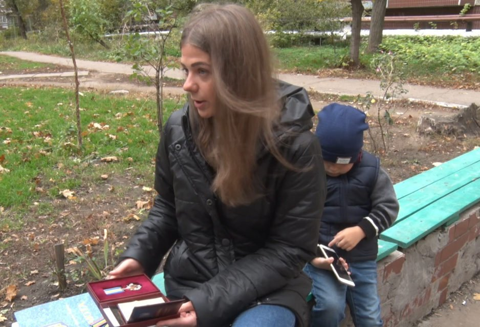 В Днепре Бабушкинский суд почти год не может установить отцовство погибшего бойца АТО