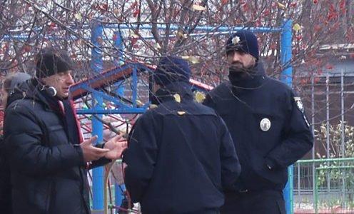 В Днепре жители дома взбунтовались против ограждения на детской площадке