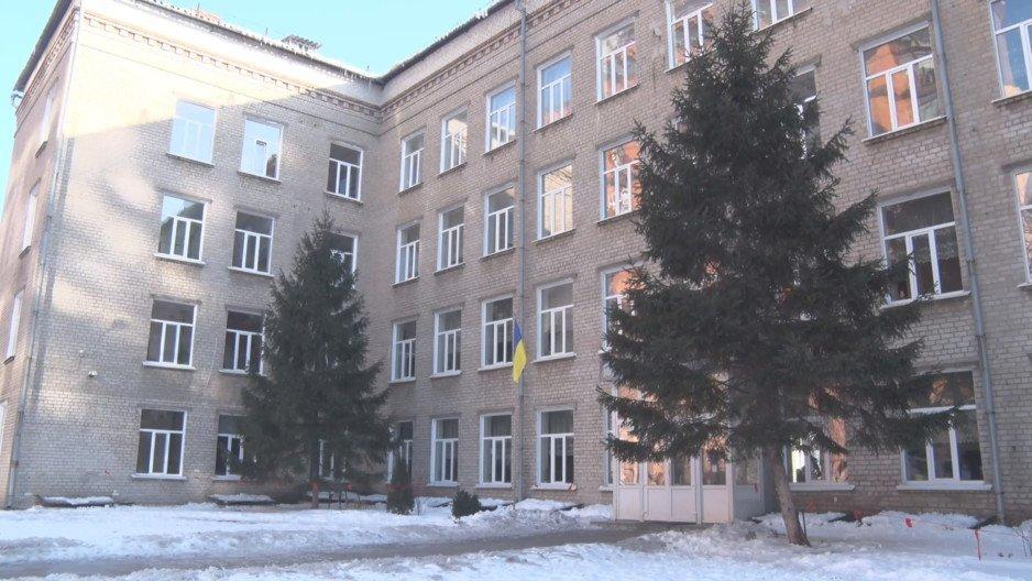 Десятая школа Днепра — учебное заведение без земли