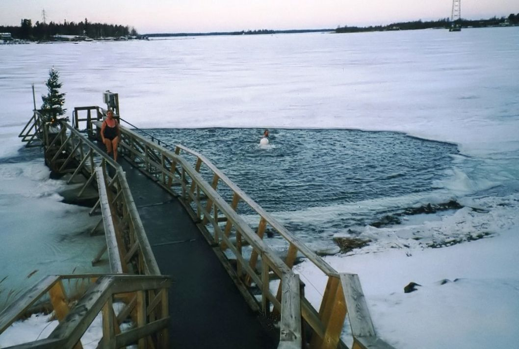 1200px Icehole