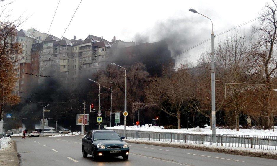 На бульваре Кучеревского в Днепре горит стройка (видео)