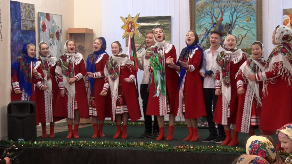 Новогодние праздники продолжаются: в Днепре Дом искусств наполнили щедривками