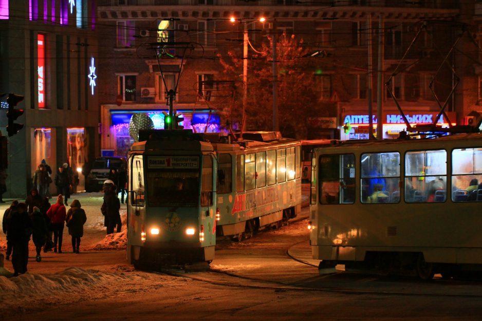 Городские власти Днепра собираются закупить линолеум для трамваев и троллейбусов
