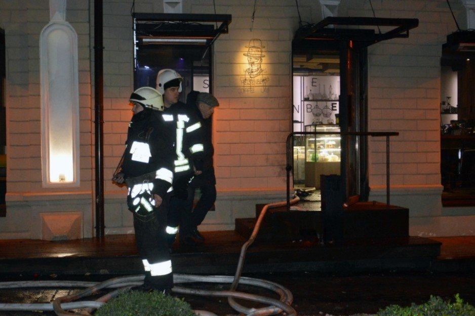 В центре Днепра сгорело кафе: есть пострадавшие
