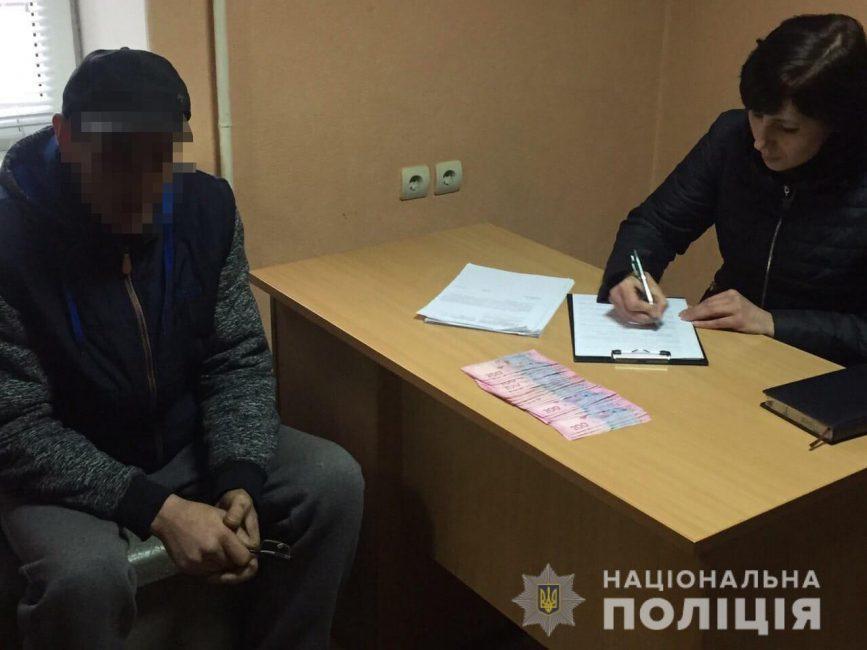 В Терновке задержали мужчину за попытку дать взятку полицейскому