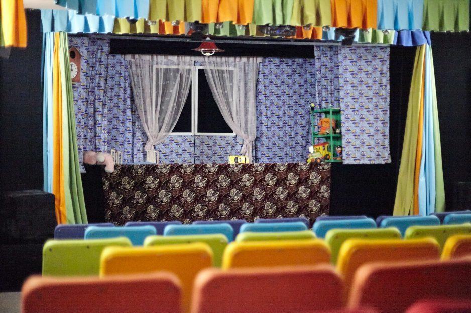 teatr kukol zal sideniya stsena02