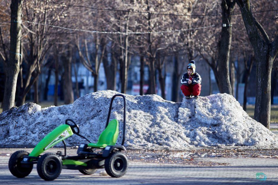 mashinka avtomobil deti rebenok sneg shapka zima