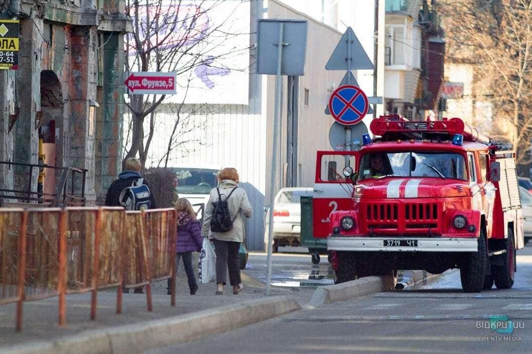 Холодильник в огне: под Днепром загорелся магазин подержанной техники (ФОТО)