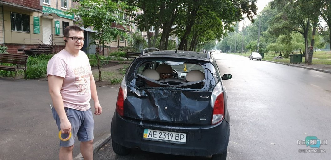 Derevo upalo na mashinu Kransyj Kamen