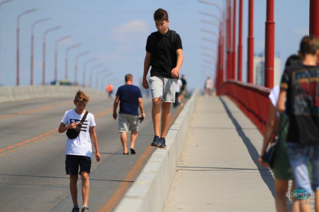 Новий міст у Дніпрі буде перекритий для пішоходів до завершення ремонту