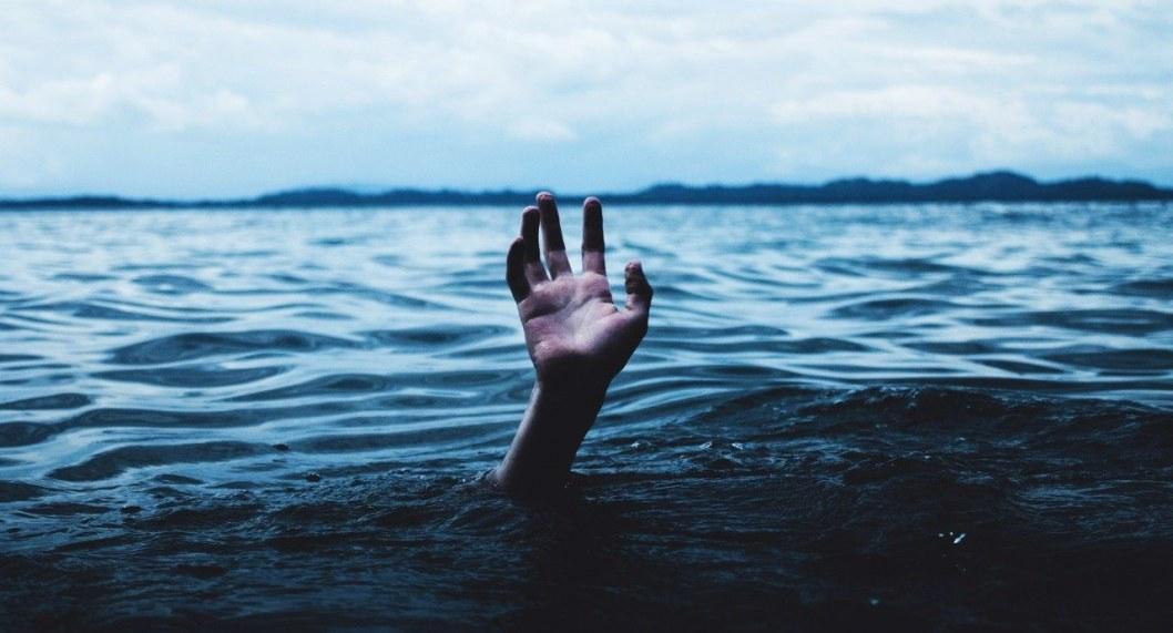 utonul voda ruka chelovek tonet