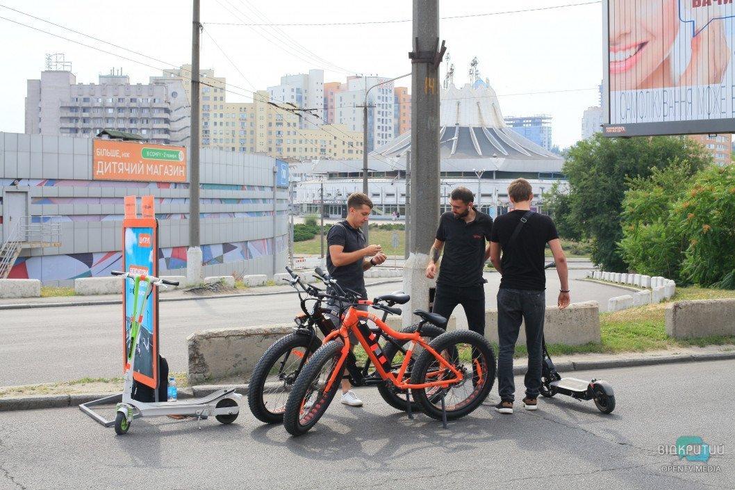 Днепровские медики устроили велопробег в центре Днепра (ВИДЕО)