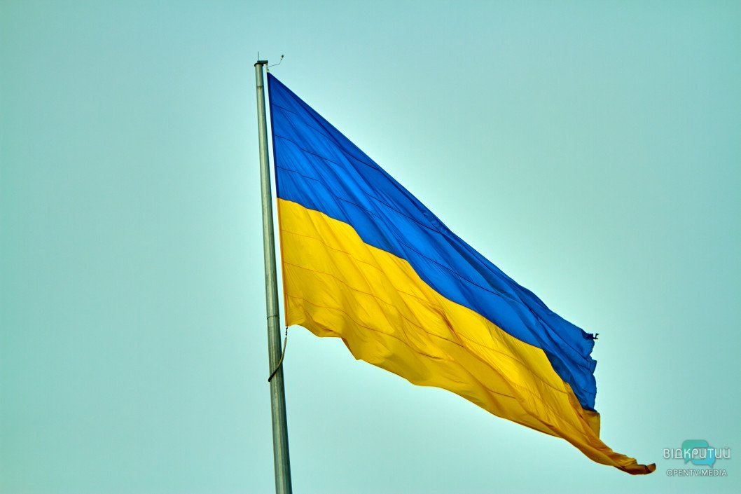 Прояв неповаги чи бунт: у центрі Дніпра не всі підприємці розмістили прапор України
