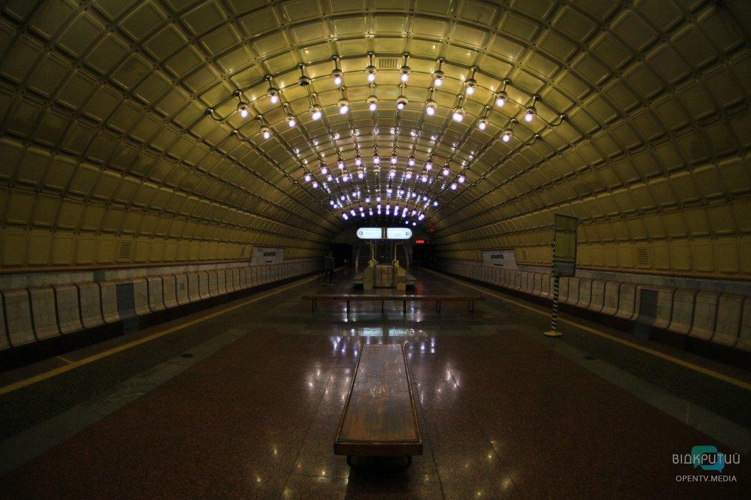 Відкриття станцій метро у Дніпрі може не відбутися вчасно через будівництво вбиралень