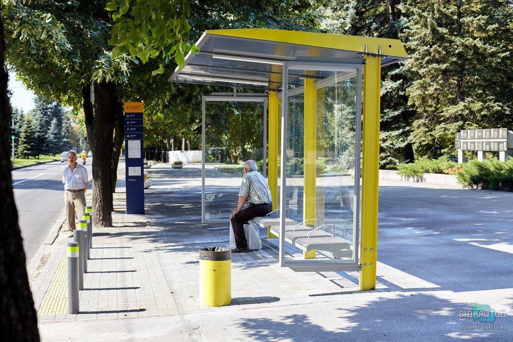 У Дніпрі біля ДНУ облаштували зупинку громадського транспорту