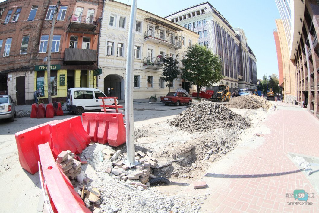 У Дніпрі ремонтують одну із центральних вулиць