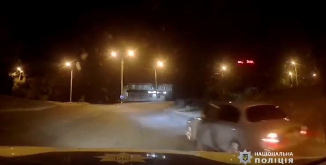 У Дніпрі поліціянт отримав численні забої під час затримання порушника