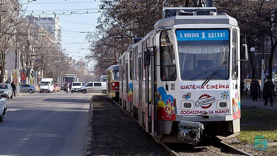Планируйте маршрут заранее: в Днепре из-за ремонта 11 трамвай изменит график движения