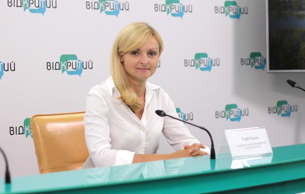 Експертка з Дніпра розповіла, що у найбільшого прапора України є двійники