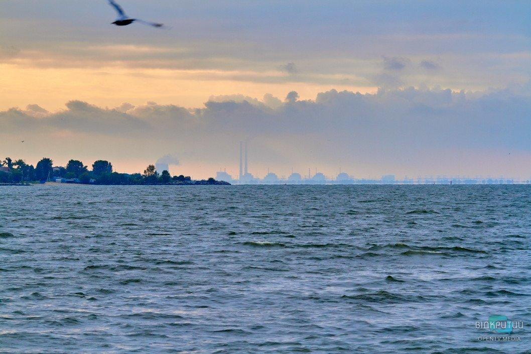 Zaporozhskaya AES chajka ptitsa volny voda rechka nebo tuchi oblaka priroda