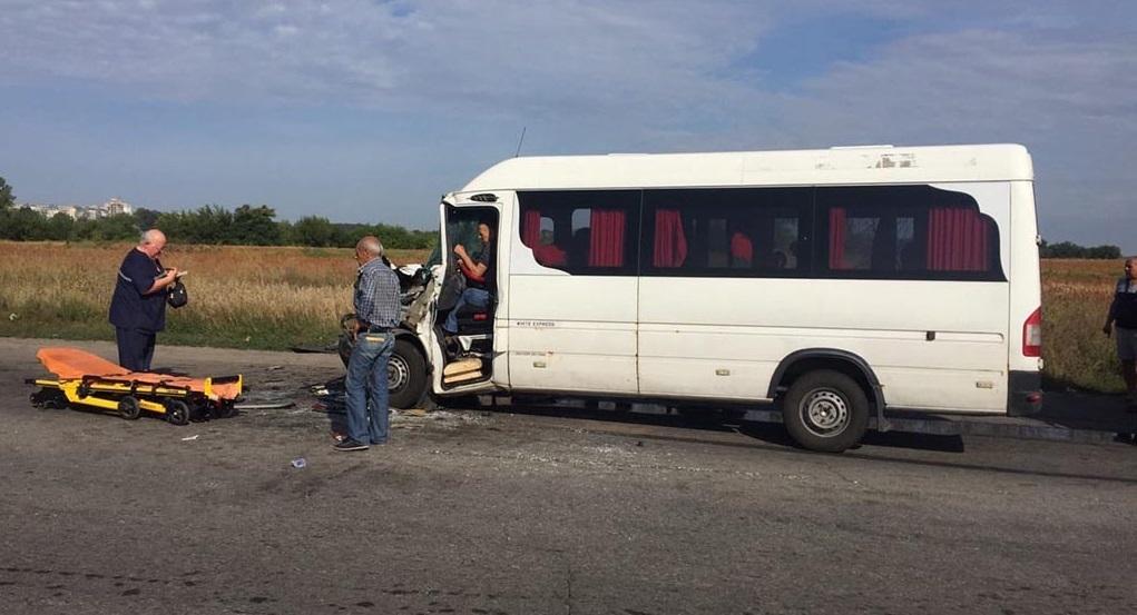 У Дніпропетровській області автобус «Дніпро – Кам'янське» потрапив в аварію