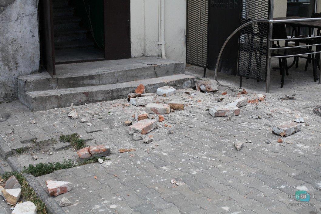 У Дніпрі на вулиці Шевченка обвалився фасад будівлі