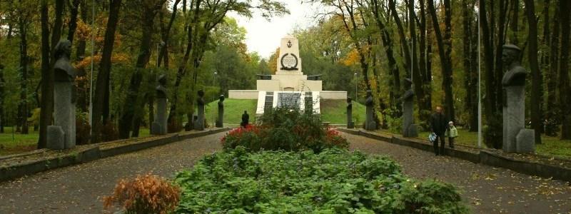 У двох парках Дніпра хочуть заборонити рух транспорту