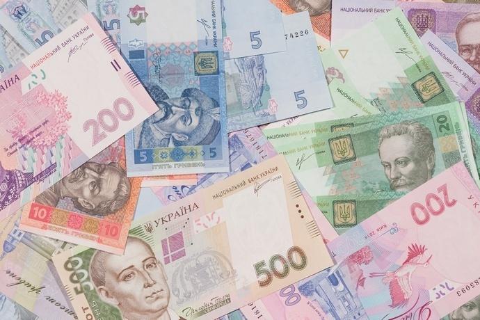 Українська гривня на початку тижня «зміцнилася»