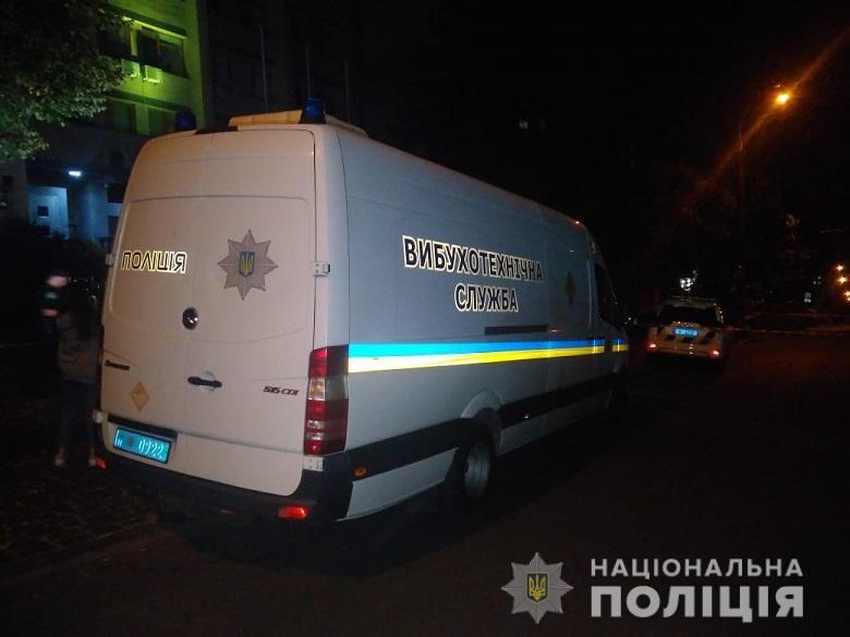 Столичний тероризм: у Києві одну з будівель обстріляли з гранатомета