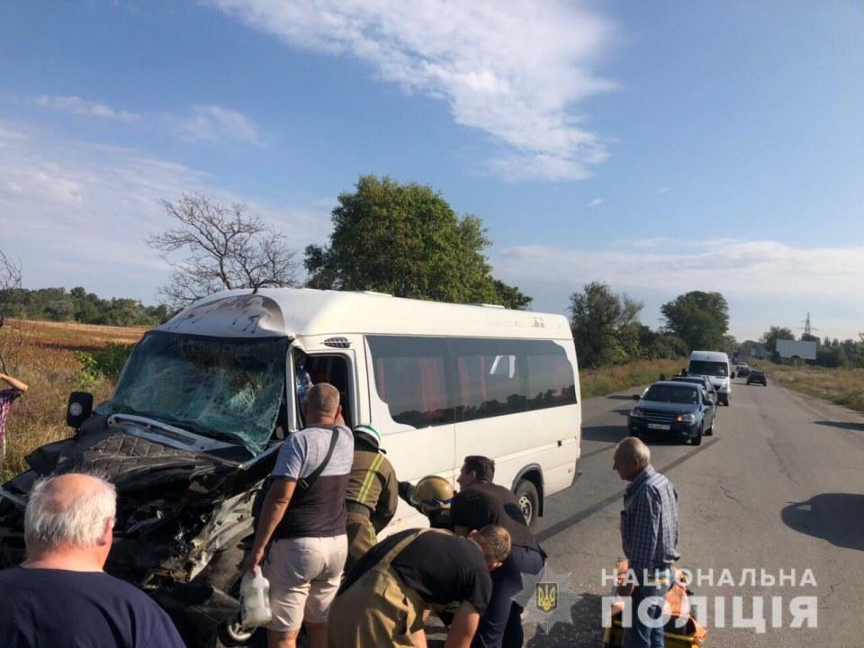 Дорога на Кам'янське, вантажівка та десять постраждалих: поліція відкрила кримінальне провадження