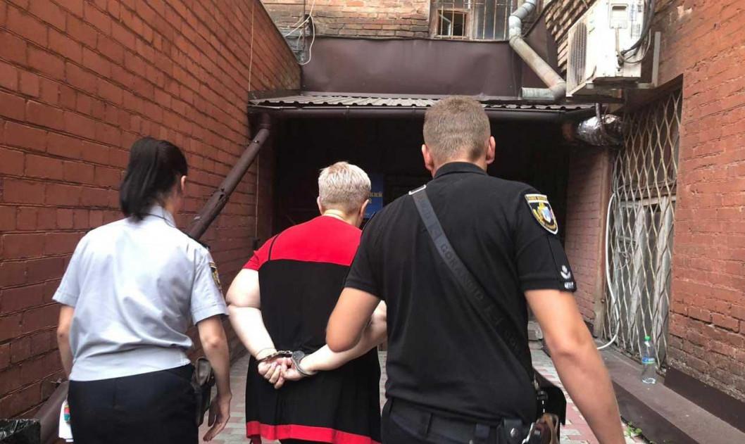 Утримувала дитину на ланцюзі: у Дніпрі жінку-опікуна посадили під домашній арешт