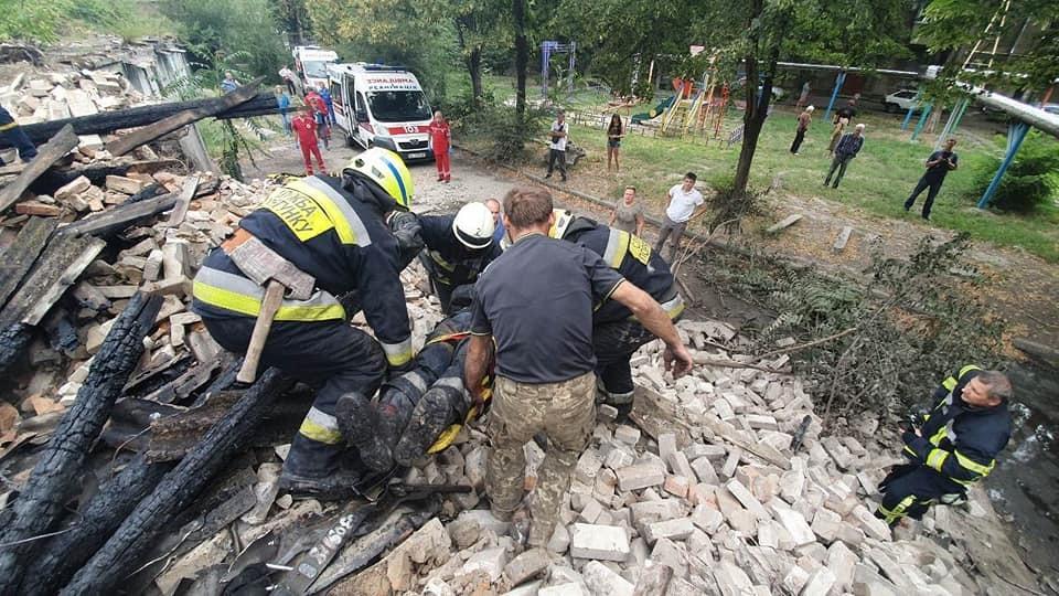 Під час пожежі на Вокзальній площі у Дніпрі постраждали рятувальники