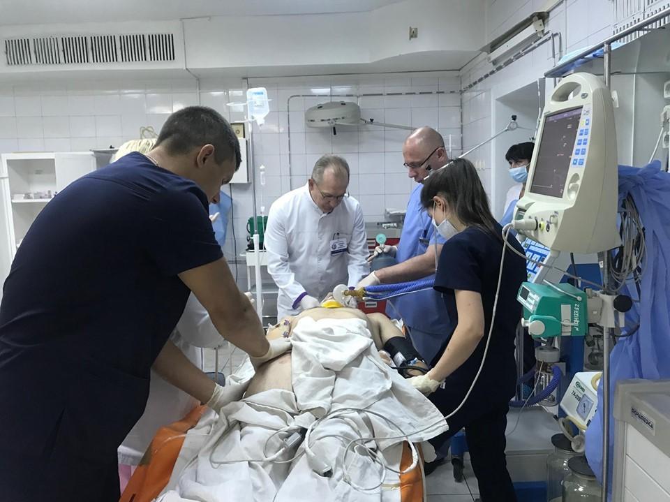 До Дніпра доставили бійця з надскладними травмами
