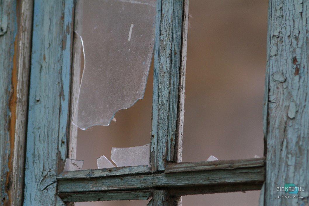 okno razbitoe steklo