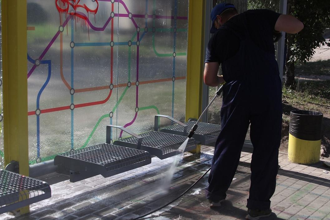Як у Дніпрі доглядають за зупинками та де планують облаштувати нові