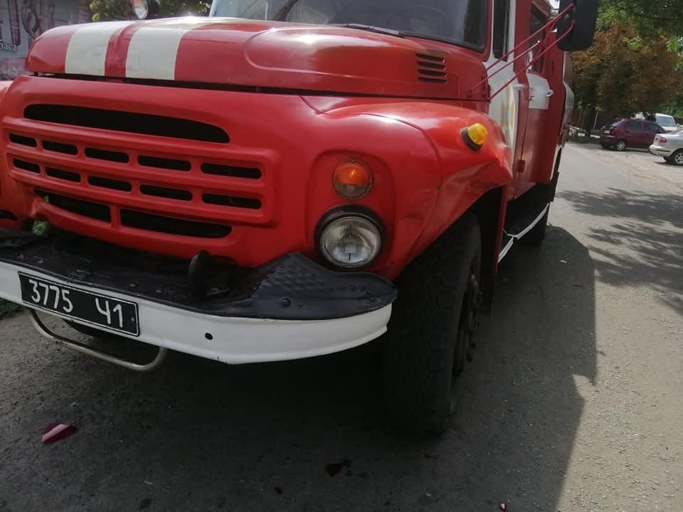 У Томаківському районі ДТП з пожежною машиною: легковик не пропустив спецтранспорт