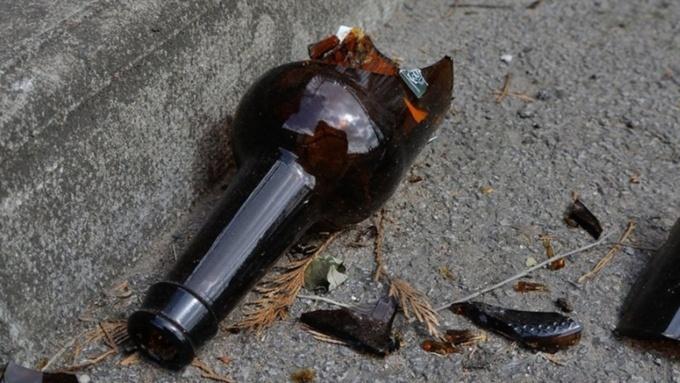 У Дніпрі чоловік вдарив 15-річну дівчину пляшкою по голові