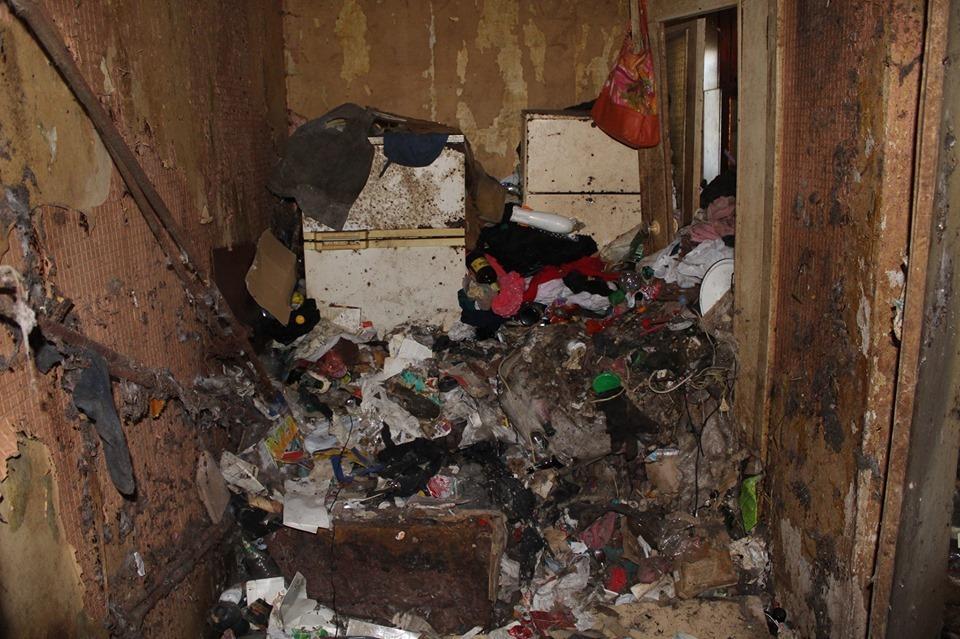 У Дніпрі з квартири вивезли понад чотири вантажівки сміття