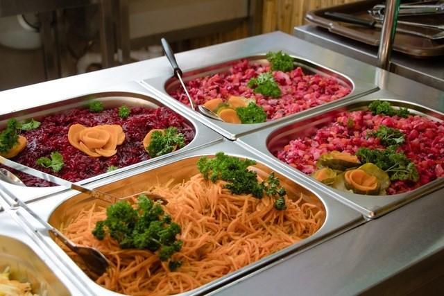 У шкільних їдальнях Дніпра з'явиться «шведський стіл»