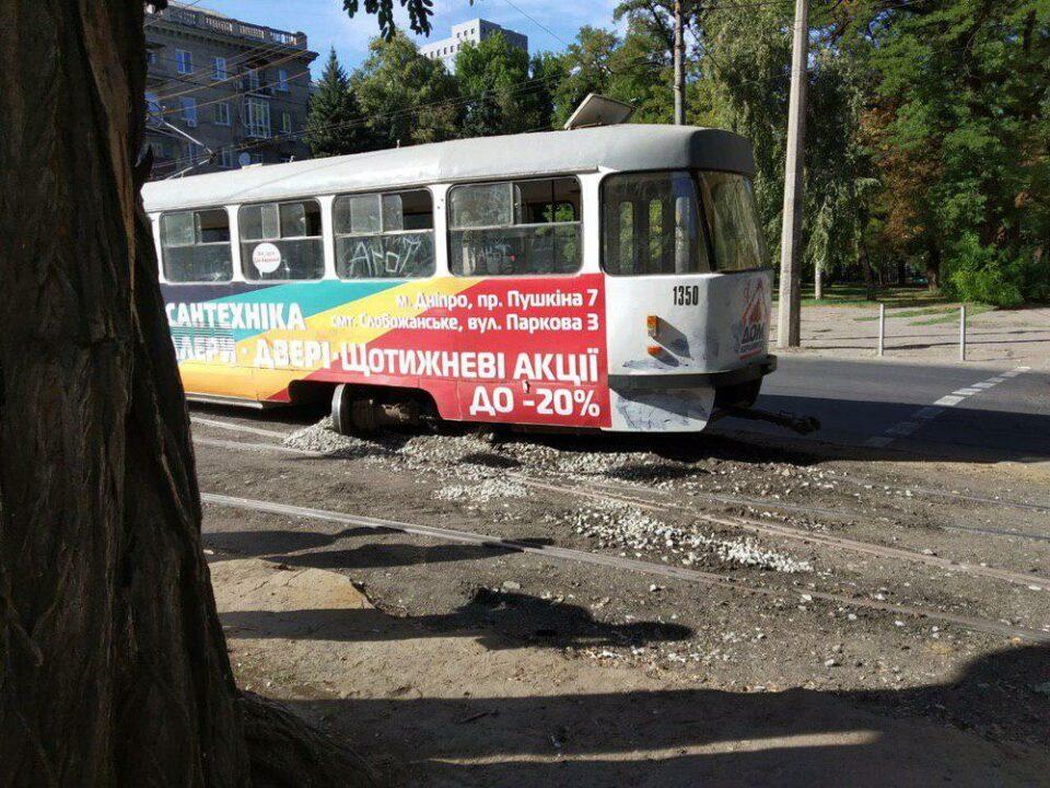 У Дніпрі на проспекті Пушкіна трамвай зійшов з рейок