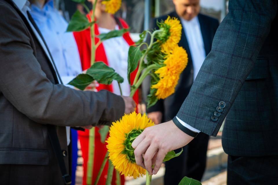 Перед першим засіданням Ради депутати вшанували пам'ять загиблих у Іловайському котлі