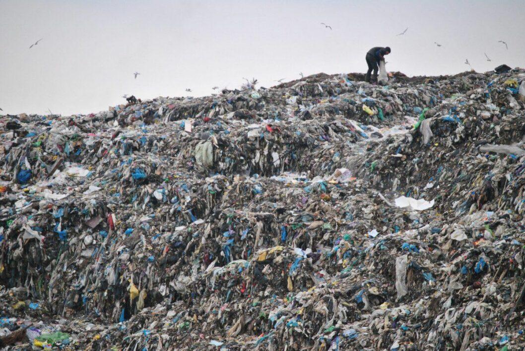 В Украине внедряют новые правила по борьбе с мусорными свалками