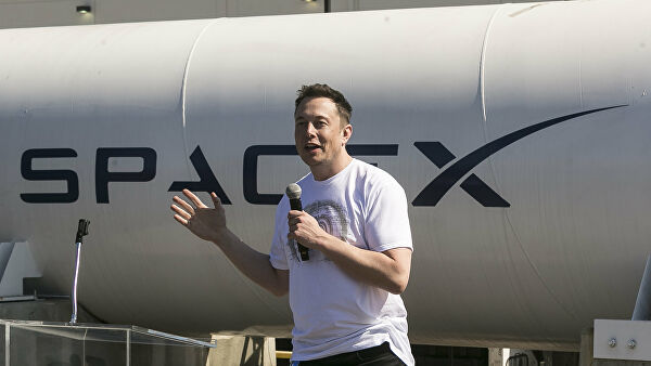 На Луну могут полететь на менее 100 человек: Илон Маск презентовал новый космический корабль
