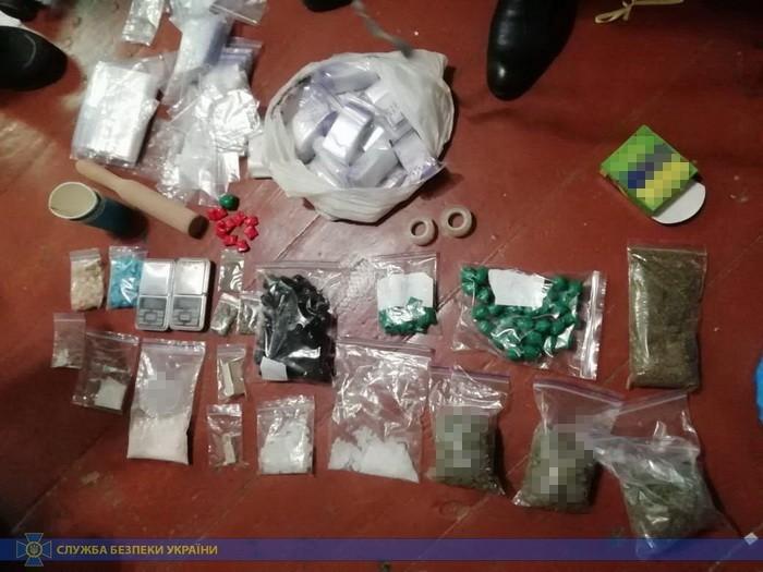 В Днепре СБУ разоблачила сбыт оптовых партий наркотиков через Интернет