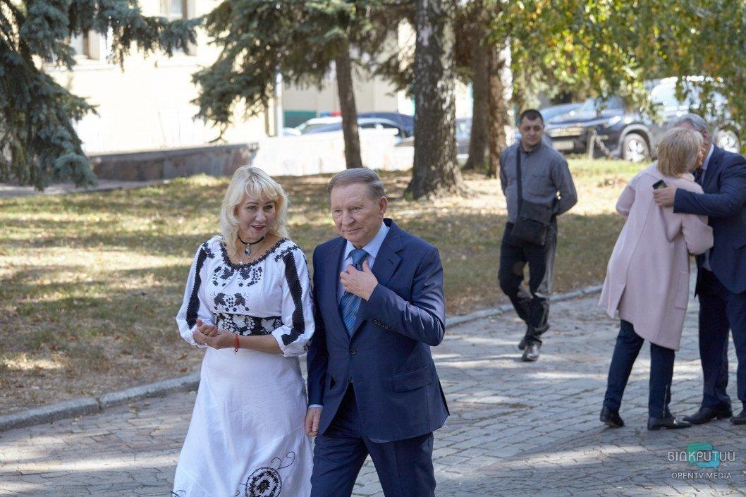 Дворец студентов ДНУ: директор прокомментировал свой уход, а экс-президент Кучма пообещал помочь в реконструкции
