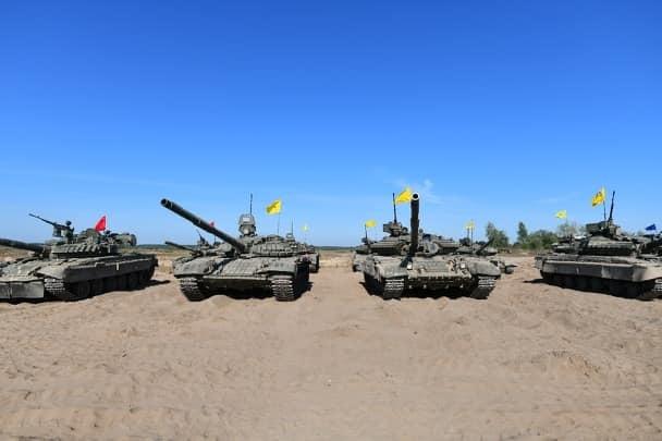 Начальник Генштаба вручил танкистам из Кривого Рога танк и 10 000 гривен