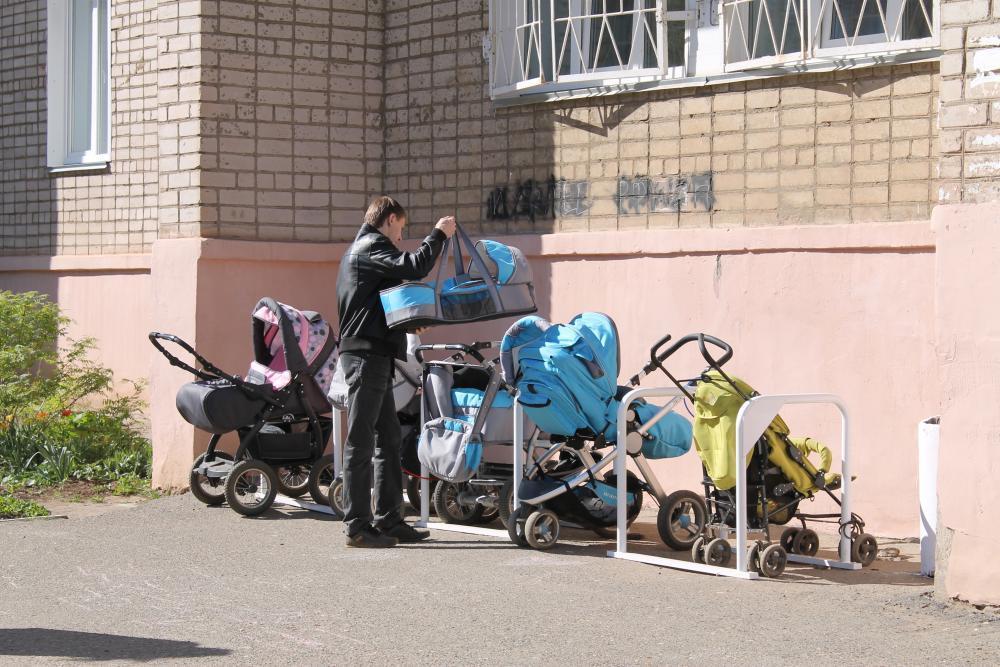 В Днепре мужчина обворовывал коляски возле больницы