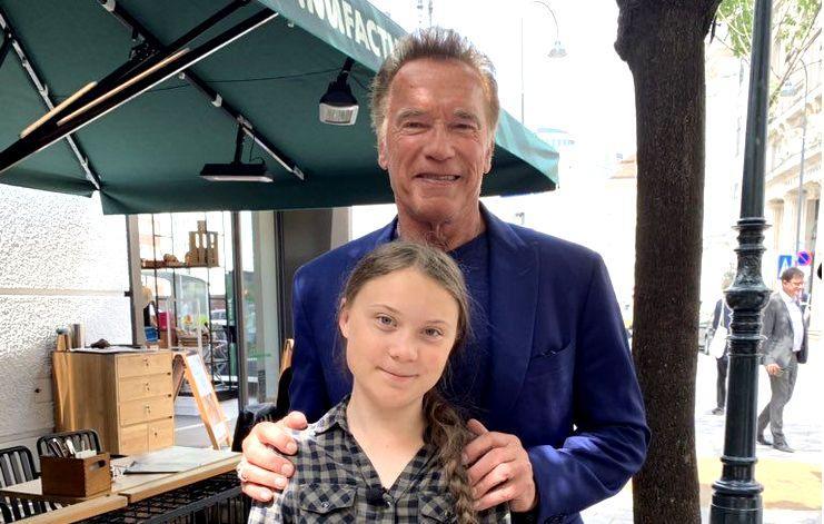 16-летняя экоактивистка Грета Тунберг получила от Шварценеггера электромобиль Tesla Model 3